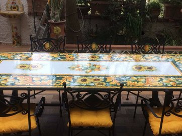 Tavoli Di Pietra Da Giardino.Tavoli In Pietra Lavica Ceramiche Valchida
